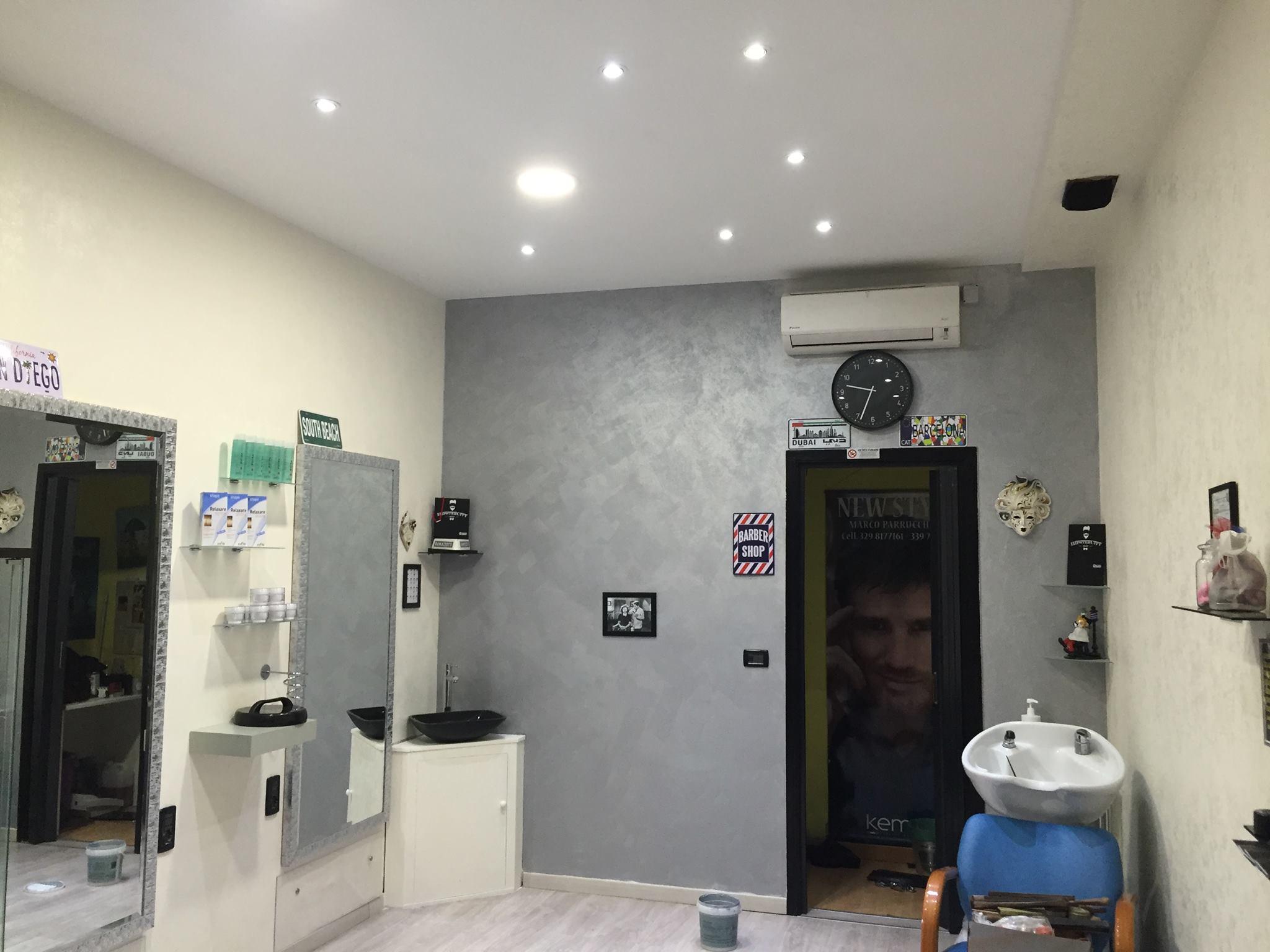 Pitturare muri interni best pittura effetto spugnato with for Pitturare muri di casa